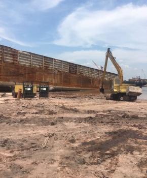 Repairing-barge